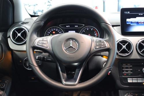 MERCEDES-BENZ B 180 Style Keyless Start, Park Pilot, Audio 20CD with Garmin